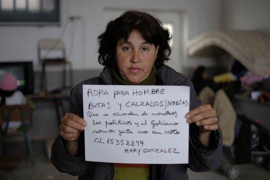 LA NACION les propuso que escribieran lo que habían perdido y necesitan junto con su nombre y su teléfono. Foto: LA NACION / Hernán Zenteno