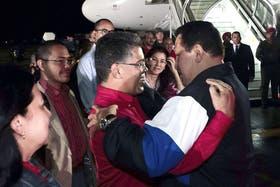 El mandatario fue despedido por una multitud de funcionarios en el aeropuerto
