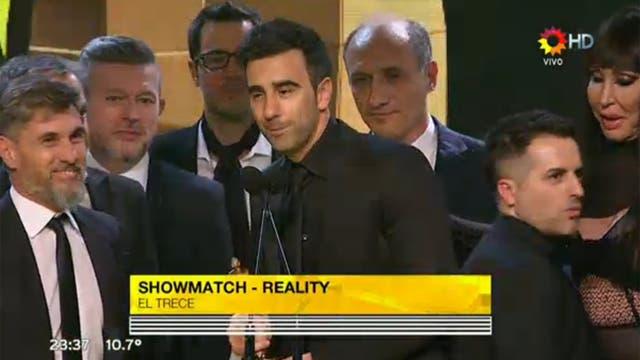 Federico Hoppe y el equipo de ShowMatch, tras ganar el premio a mejor reality