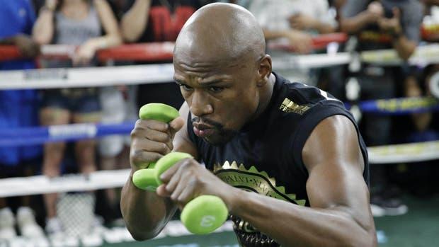 Floyd Mayweather vuelve a combatir en procura de batir el récord de Rocky Marciano