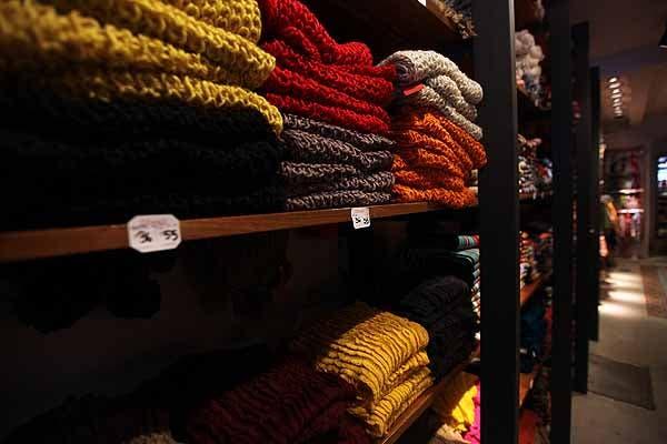También venden bufandas re baratas. Foto: OHLALÁ! /Guadalupe Aizaga