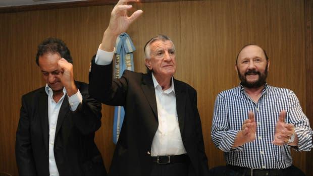 Daniel Scioli, José Luis Gioja y Antonio Caló cantan la marcha peronista