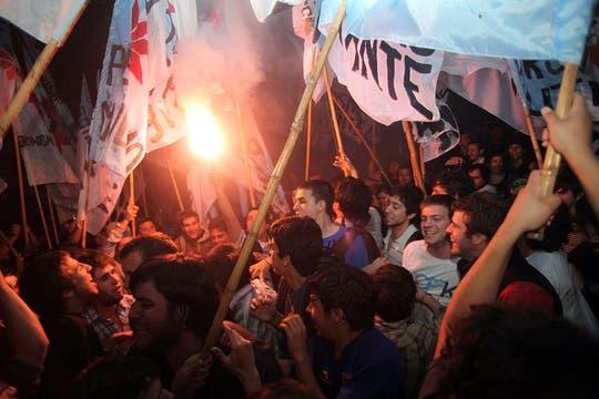La fiesta kirchnerista comenzó en el búnker del FPV. Foto: LA NACION / Guadalupe Aizaga