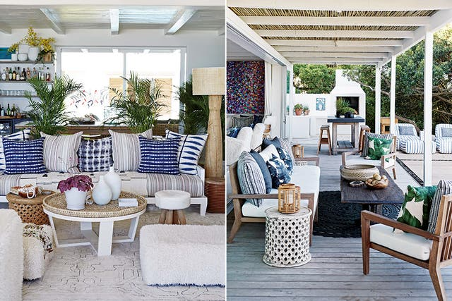 Entre piso y muebles se establece un diálogo en madera que le da impronta propia al exterior