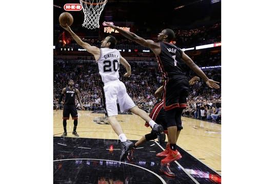 Manu Ginóbili y los Spurs en busca de la gloria. Foto: AP