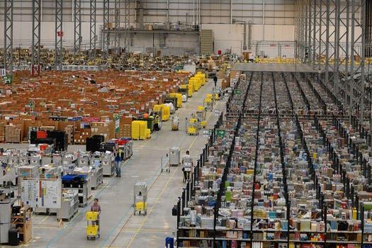 Una vista del depósito y centro de despacho de Amazon en Peterborough, Reino Unido. Foto: AFP