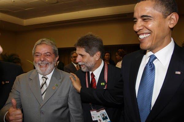 El presidente de Brasil, Lula da Silva, junto al mandatario estadounidense Barack Obama en la V Cumbre de las Américas celebrada en Trinidad y Tobago