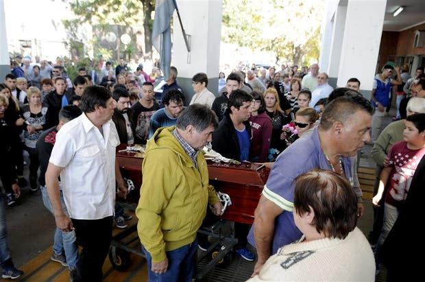 Ricardo, el padre de Araceli (en el centro), volvió a criticar ayer con dureza a la fiscal del caso