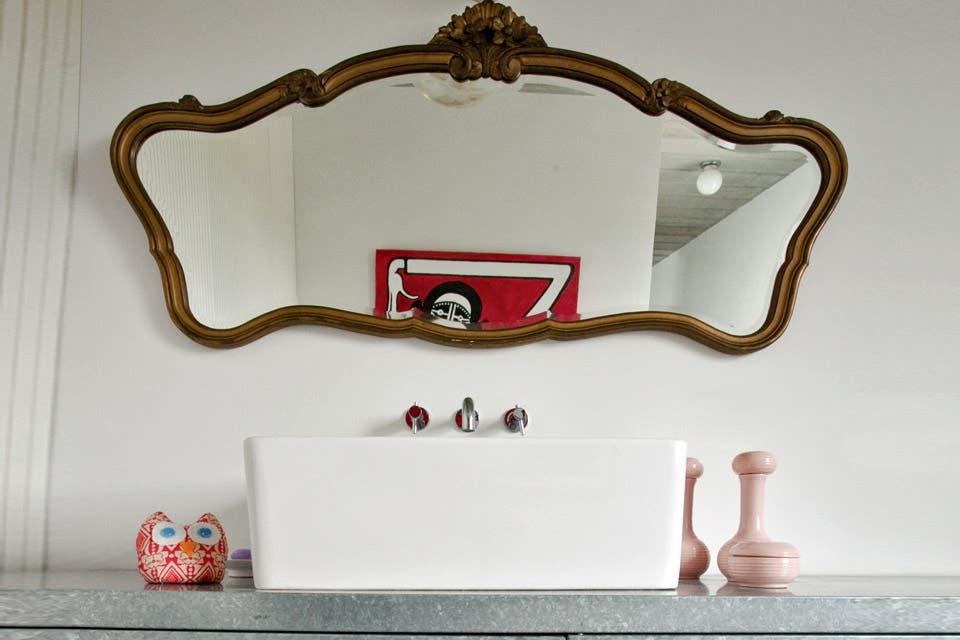 Un baño con los metros justos y mucho diseño