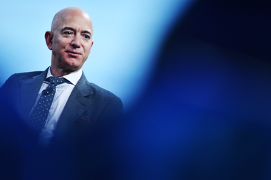 El CEO y fundador de Amazon.com Jeff Bezos es el dueño de The Washington Post