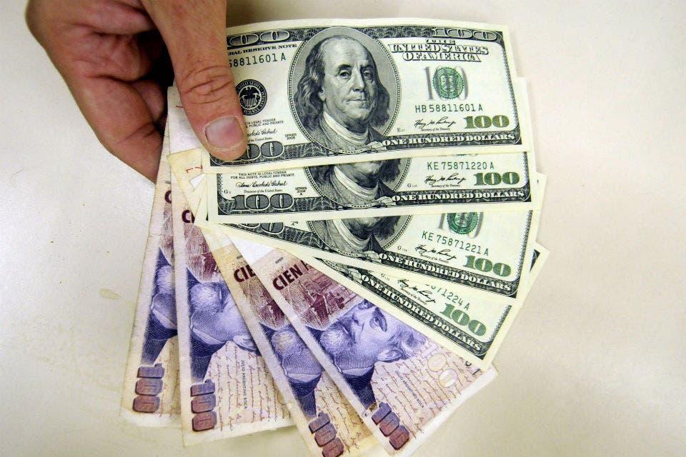 El Gobierno sugiere que habrá más medidas para frenar el dólar blue