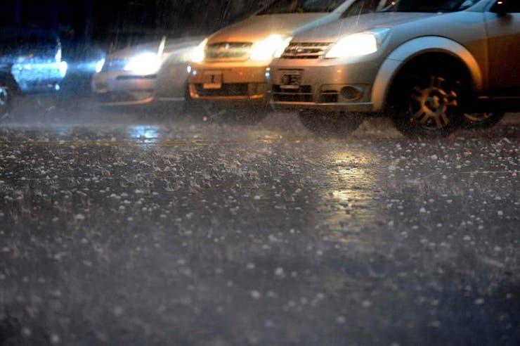 El granizo, uno de los grandes temores que tienen los dueños de los autos ante los daños en la chapa o los cristales