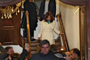 Cristina Kirchner at the exit of the Patria Institute, where she took refuge for most of the day, while raids were carried out in their homes