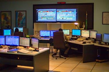 Hay un puesto central de monitoreo y, además, uno extra cada cinco turbinas