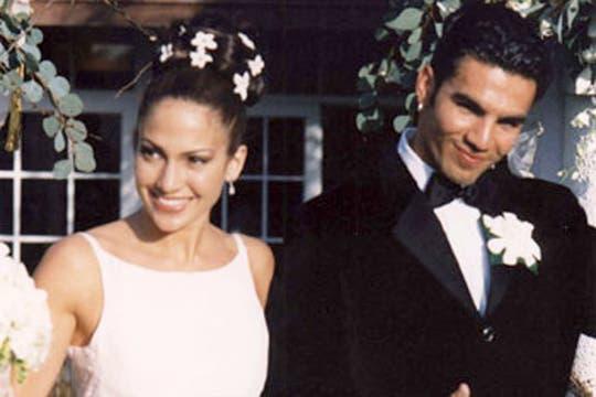 Jennifer López en su primer casamiento junto a su esposo, el cubano Ojani Noa. Foto: Archivo