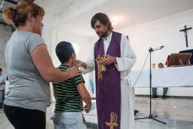 ''''Cuando uno camina, se da cuenta de que en La Cárcova hay fe'''', planteó el padre Pepe en su primera misa