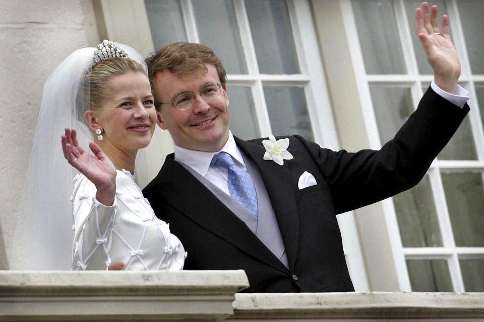 La boda de Friso y Mabel: aunque no fue aprobada por el Parlamento, se celebró a lo grande y contó con el apoyo de la reina. Foto: /AP y Getty Images
