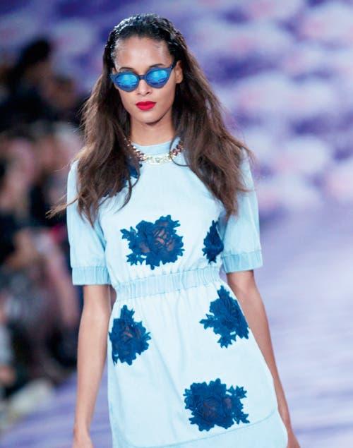 Esculturales, retro, barrocos y espejados, los anteojos con mucho diseño dominan la temporada.