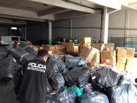Parte de la mercadería secuestrada en los operativos de ayer
