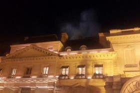 El humo que provocó el fuego se veía en la terraza del edificio donde funciona el hotel Hyatt