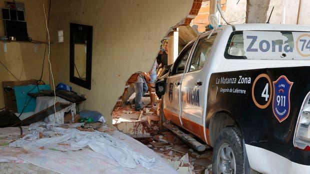 Un patrullero que se incrustó en una casa y mató a un joven de 32 años mientras dormía