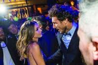 Mimos y sonrisas en público: Pampita Ardohain y Pico Mónaco, un amor que salió a la pista con todo