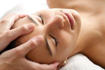 Masajes faciales para detener el tiempo
