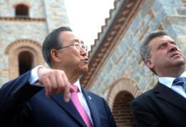Ban Ki-Moon en la República de Macedonia en 2012, junto con el entonces presidente George Ivanov.
