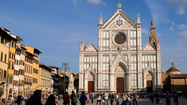 La Basílica de Santa Croce es uno de los lugares más emblemáticos y visitados de Florencia