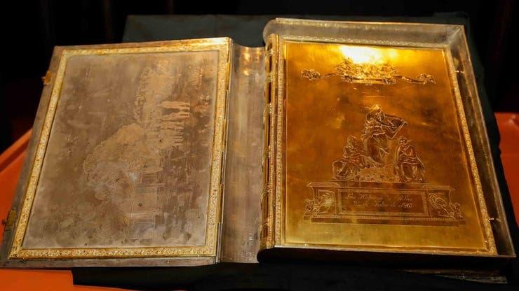 """El """"Libro de oro"""" tiene una cobertura con grabados en oro, un delicado trabajo de orfebrería anónimo. (Foto: Secretaría Nacional de Cultura de Paraguay)"""