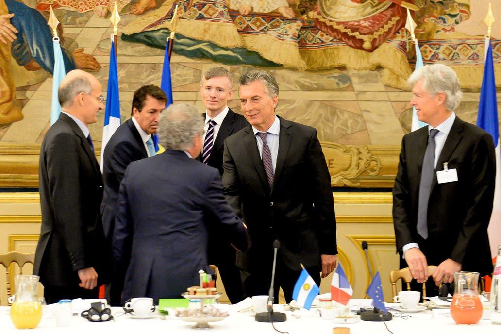 El Presidente comenzó su jornada-maratón en París con un desayuno con un centenar de representantes del MEDEF, la poderosa central de empresarios de Francia