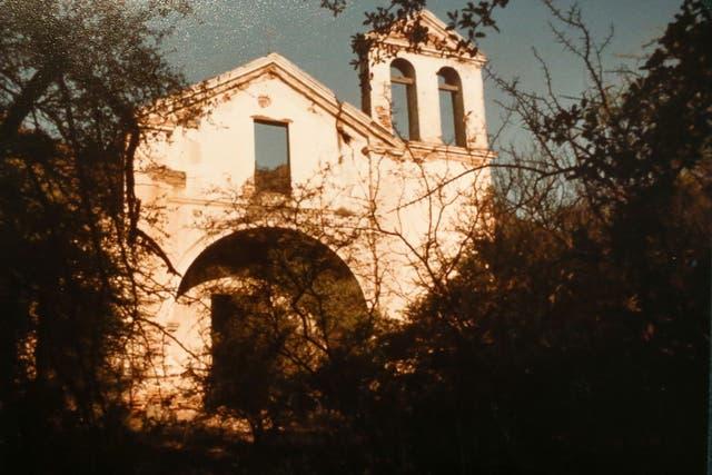 Propiedades. Ruinas de una capilla, levantada por los jesuitas en el siglo XVIII, en la estancia Pinas, que perteneció a Manubens Calvet; allí también había una escuela