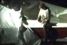 El sospechoso en el bote que usó como escondite