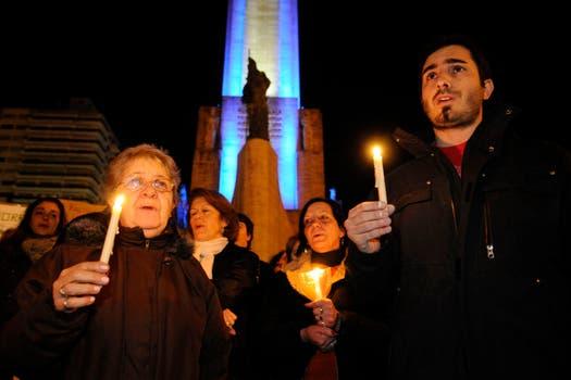 En Rosario, se manifestaron con velas. Foto: LA NACION / Marcelo Manera