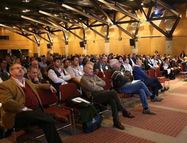 Los participantes, atentos a las propuestas