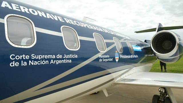 Entregaron el avión de Lázaro Báez a la Policía Federal