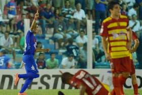Leandro Leguizamón celebra el 2-1 del Matador