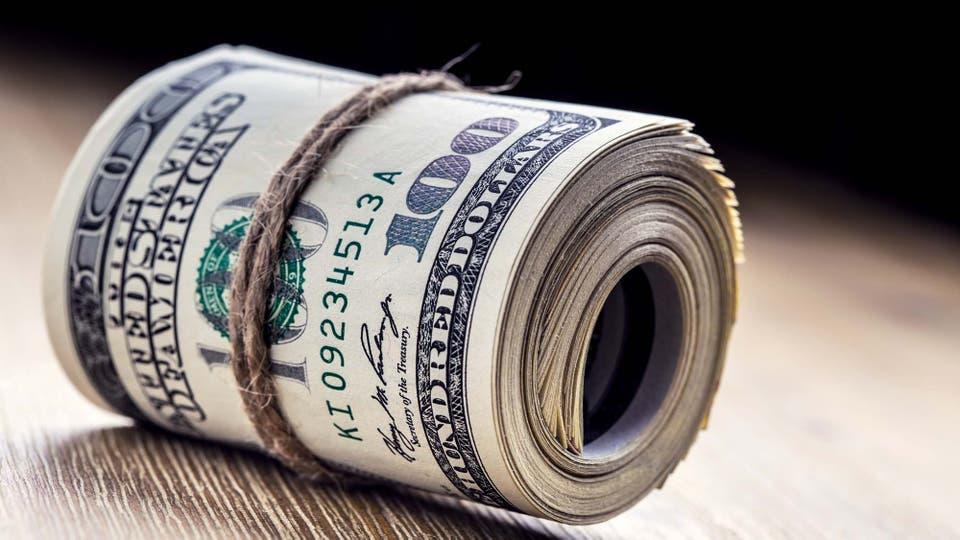 La divisa estadounidense subió dos centavos en el mercado minorista y cerró en $19,01