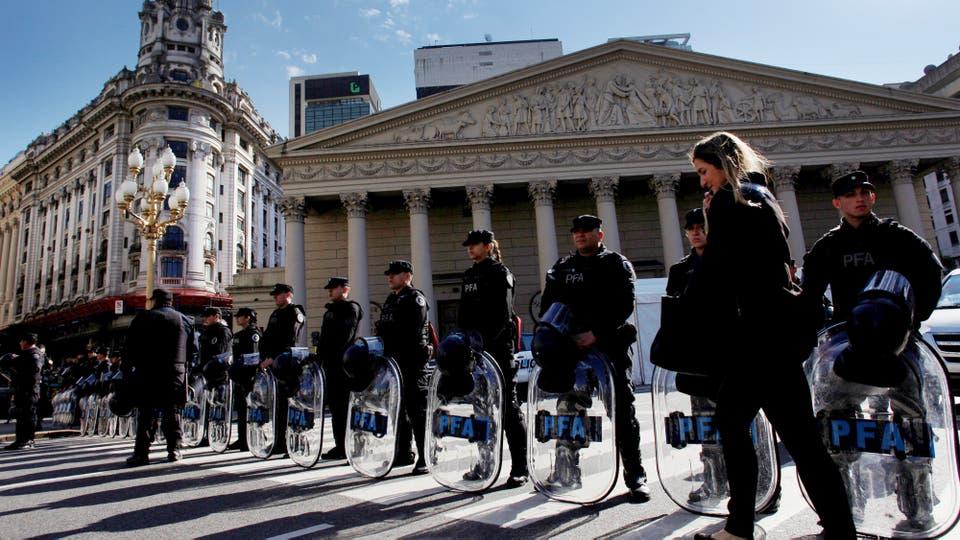 La seguridad en Plaza de Mayo y alrededores por la visita del Vicepresidente de EE.UU.. Foto: Reuters / Martín Acosta