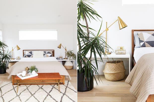 Si las mesas de luz no tienen cajones o estantes, podés improvisar espacios de guardados con canastos o cajas de cartón.  /Sarahshermansamuel.com