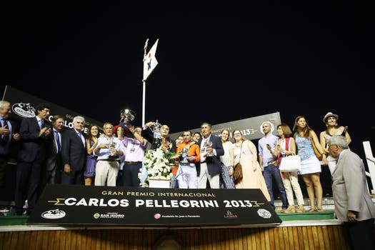 Más de 40.000 personas disfrutaron del evento de turf más importante de Sudamérica. Un marco alucinante para una carrera soñada. Foto: LA NACION