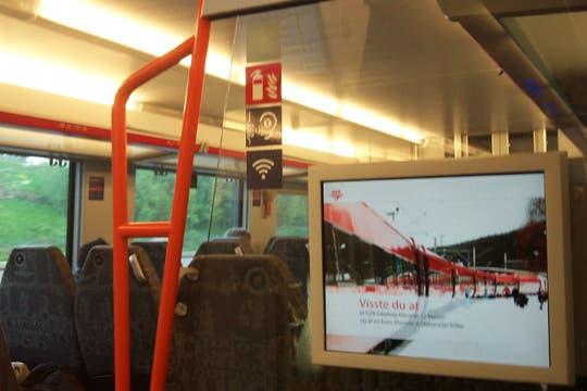 Los vagones cuentan con pantallas LED que transmiten novedades y wifi. Foto: LA NACION / Juan Pablo De Santis