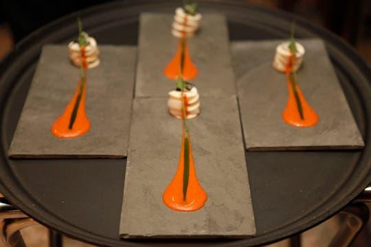Corazón de palmito con vieiras, salsa de coral y pesto. Foto: Francio de Holanda/Nespresso