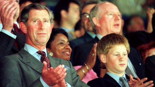 Junto a su hijo Harry, en Francia, en el mundial de fútbol del 98, durante un partido que Inglaterra disputaba frente a Colombia