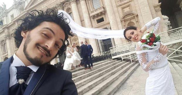 La pareja en Roma, tras recibir la bendición