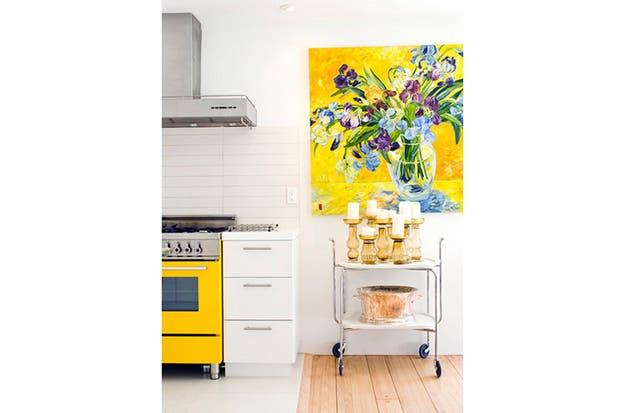 No necesariamente hay que aplicar el color elegido en todo el ambiente; a veces menos es más.| Foto: designismine.blogspot.it.
