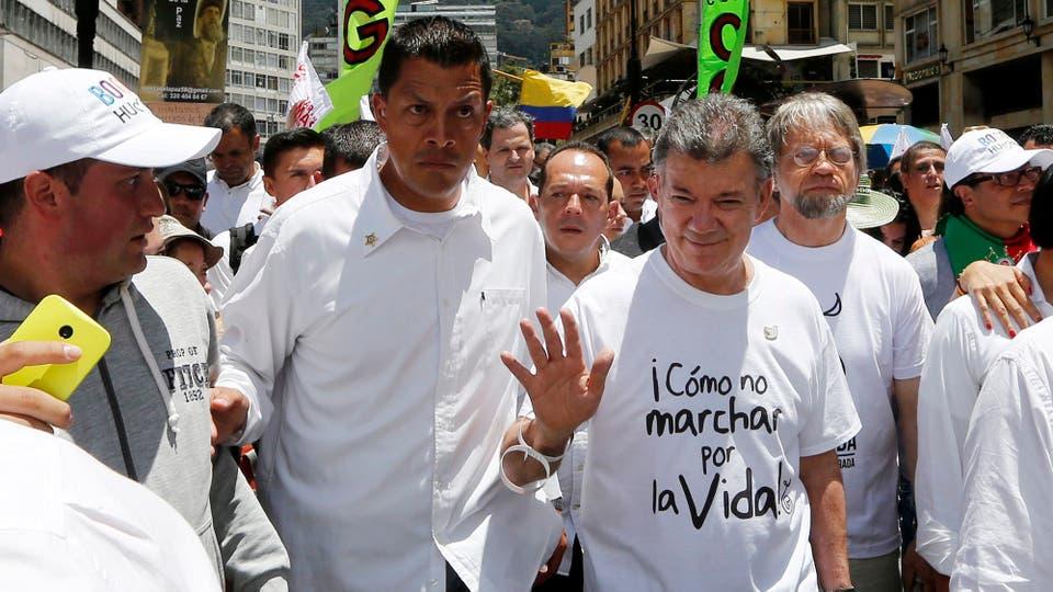 Juan Manuel Santos en una marcha por la paz en marzo de 2015. Foto: Archivo