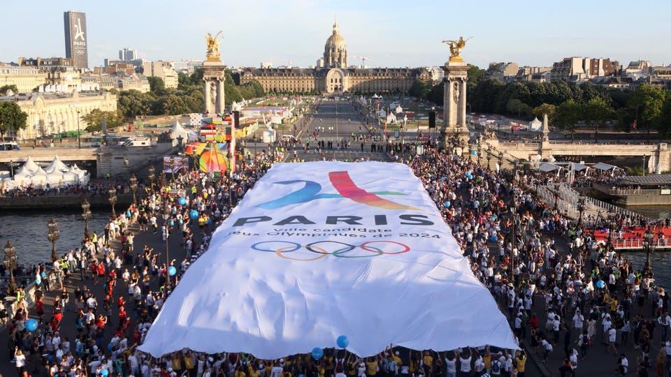 París festeja la realización de los Juegos Olímpicos 2024 en Francia. Foto: AFP / Jean-Baptiste Gurliat