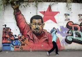 Las calles de Caracas amanecieron ayer casi desiertas, a la espera de noticias sobre la salud de Chávez