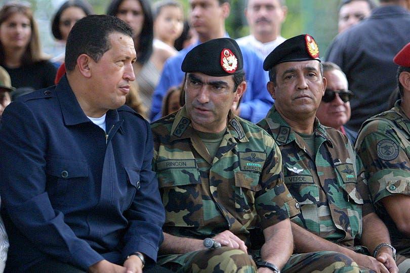 El 14 de abril de 2002 en un acto luego del fallido intento de golpe de estado en su contra encabezado por el empresario Pedro Carmona. Foto: Archivo